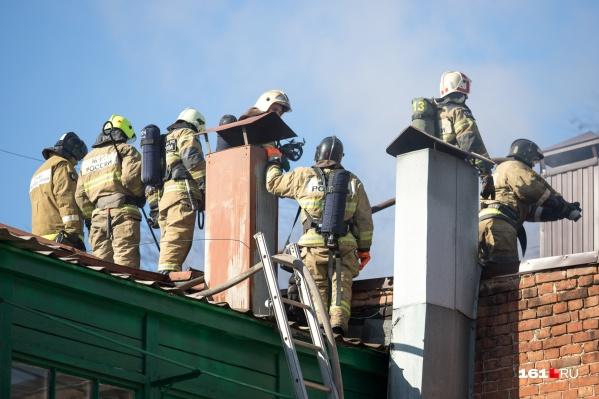 Машина или шлагбаум могут помешать спасению дома от пожара