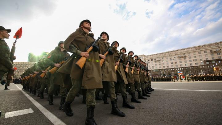 В Челябинске отрепетировали парад Победы: фоторепортаж