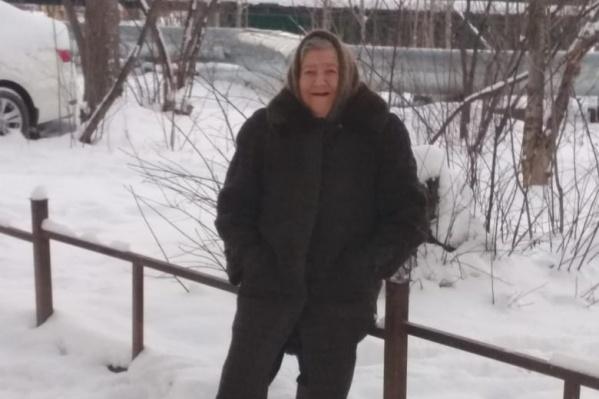 На момент пропажи женщина была одета в коричневое пальто с меховым воротником