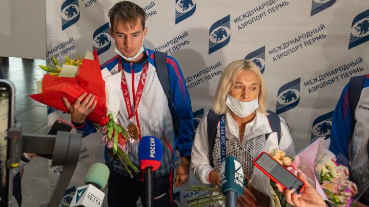 В аэропорту Большое Савино встретили бронзового призера паралимпиады в Токио Федора Рудакова