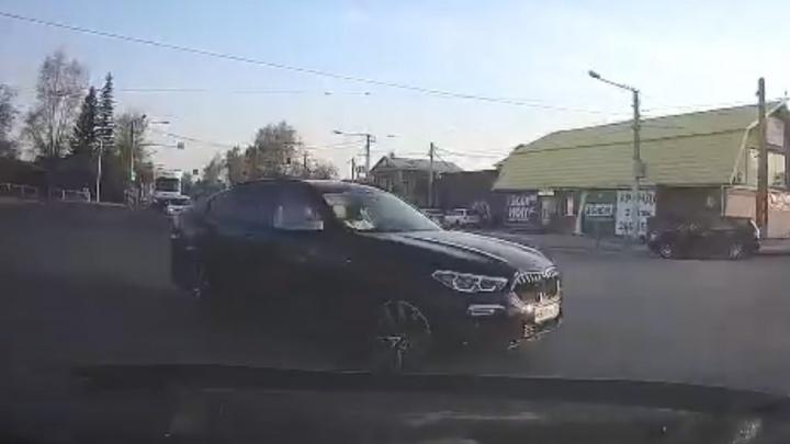 Схема, как в одном месте непутевые водители при повороте не уступают встречным («подсказка» для подставщиков)