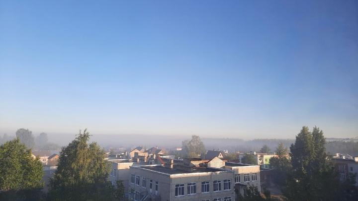 Из-за горящего мха Краснокамск накрыло дымом. Люди жалуются, что нечем дышать