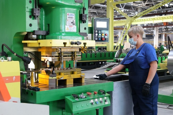 На производстве выпускают металлические двери