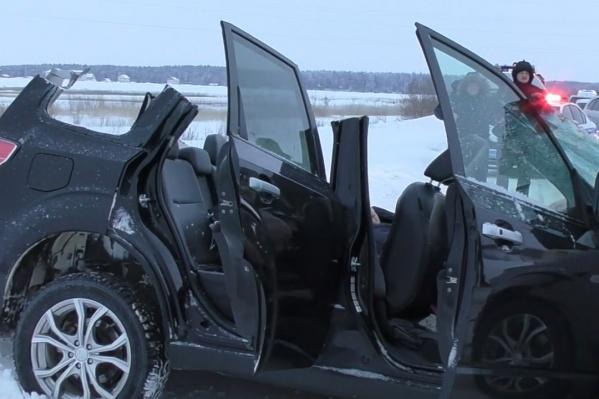Водитель погиб на месте, трое пострадали