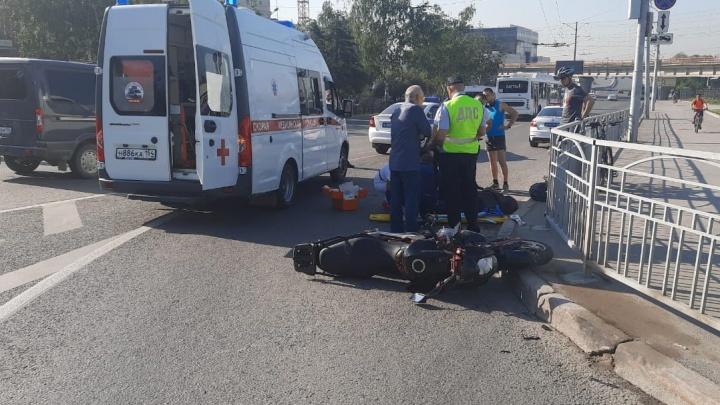 Мотоциклист пострадал в аварии на Красном проспекте