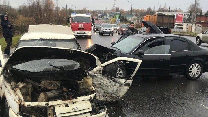 Машина превратилась в груду металла: в Ярославской области в ДТП пострадал человек