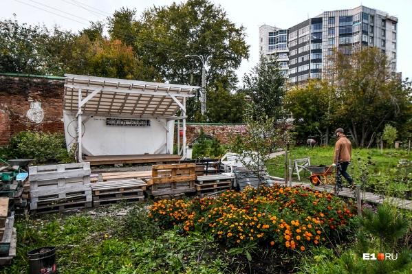 Поучаствовать в создании красоты в городе может каждый. Достаточно просто прийти в сад Нурова и убедиться в этом