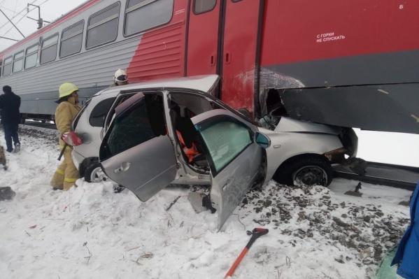 Со слов спасателей, в электричке не было пассажиров