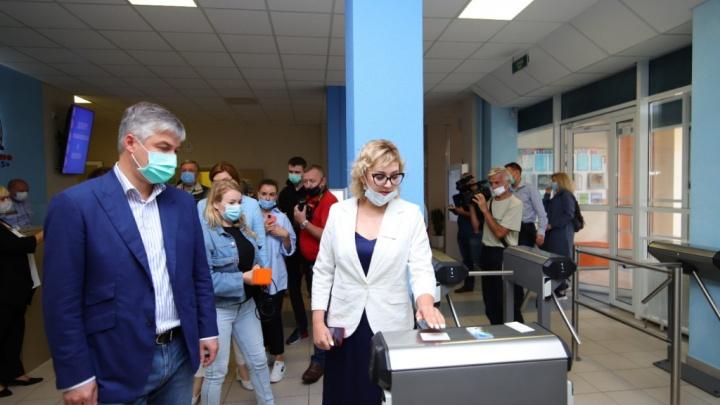 В школах Ростова появятся персональные электронные пропуска