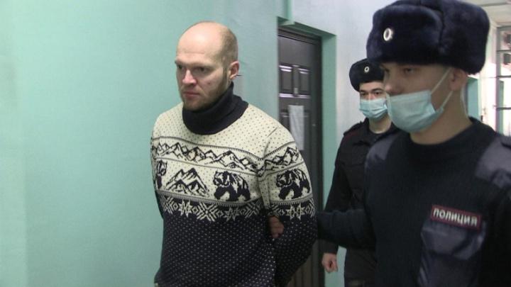 В Екатеринбурге задержали эксгибициониста, который пугал горожан в трамваях и троллейбусах