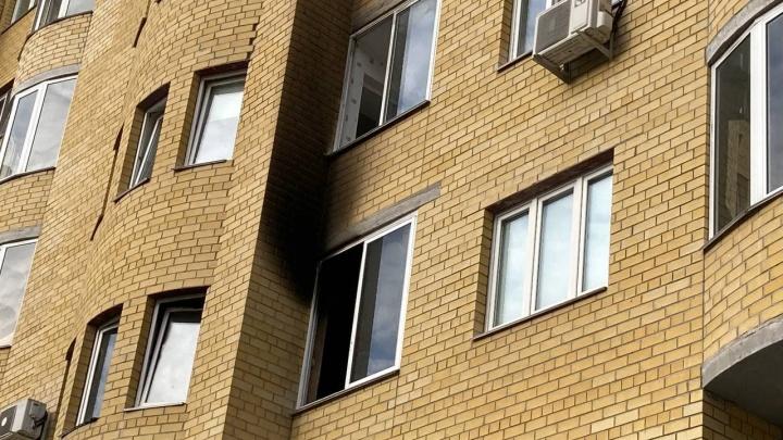 Трое детей были одни дома, а квартира — выгорела: первые подробности ночного пожара в Тюмени