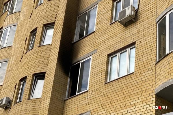 То самое окно, откуда кричали дети и просили людей о помощи