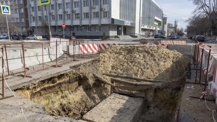 В Волгограде «Концессии теплоснабжения» бросили раскопанный котлован на перекрестке