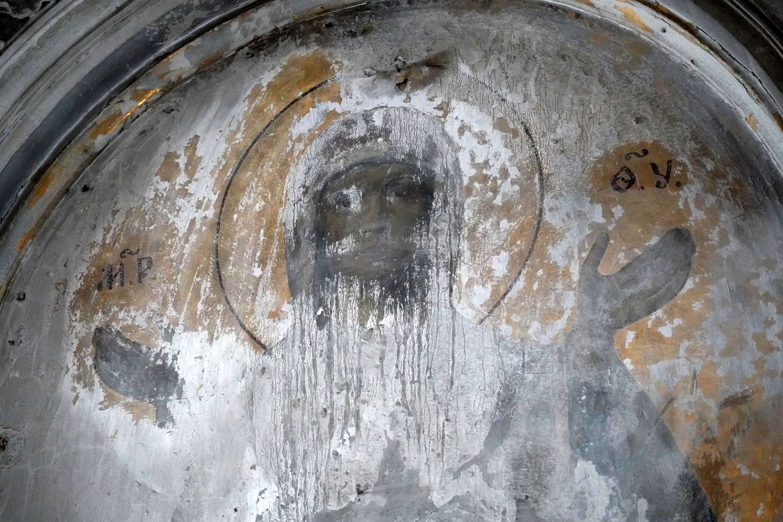 В церкви при Смольном монастыре нашли лик Богородицы, композицию Ночной Иерусалим и херувимов с отбитыми ножками