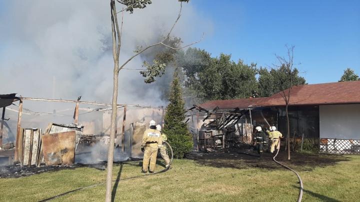 В Анапе сгорело кафе на территории семейного отеля