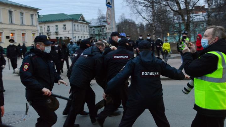 В Архангельске арестовали несколько человек за участие в акции в поддержку Навального