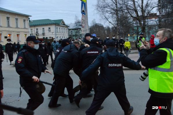 В целом митинг прошел спокойно, если не считать задержания Максима Карасёва