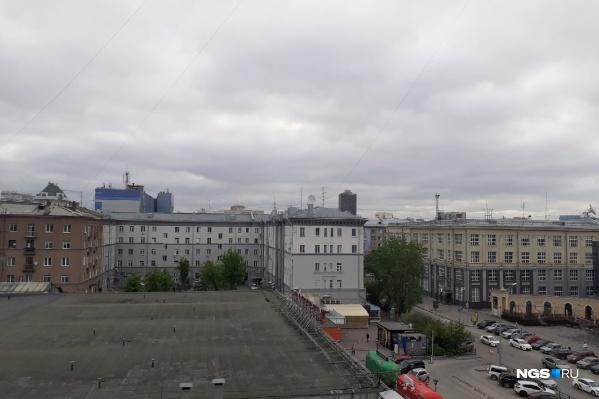 Несмотря на загрязнение воздуха, дымки над городом не видно