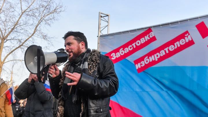 «Они хотят напугать». На руководителя сети штабов Навального Леонида Волкова завели уголовное дело