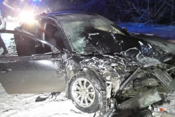 По словам очевидцев, всех пострадавших из машин доставали сотрудники МЧС