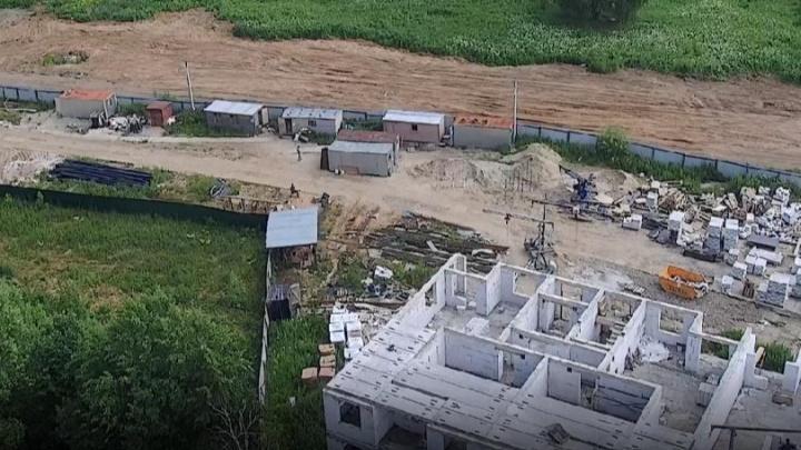 В Ярославле застройщик свалил кучи строительного мусора в Павловской роще