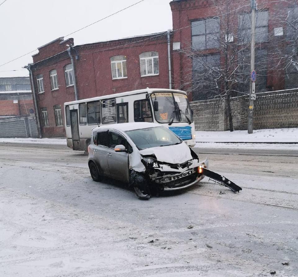 На Кондратьевском проспекте ДТП мешало общественному транспорту