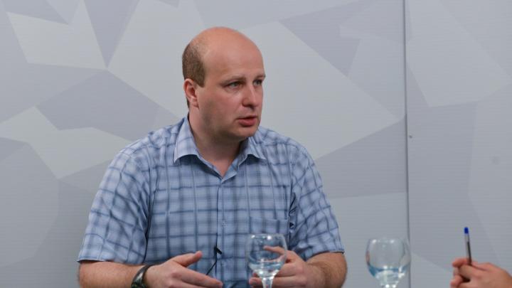 Максим Кис рассказал о звонке «из администрации»: ему предложили откупиться от «внеплановой проверки Роспотребнадзора» коньяком