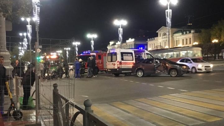 Второе ДТП с байкером за день: на проспекте Ленина мотоциклист врезался в авто