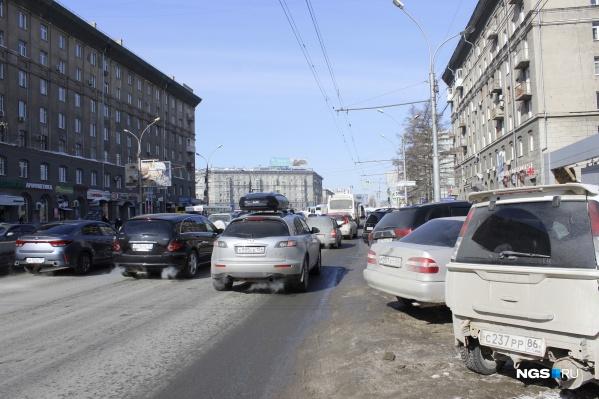 Участок на Красном проспекте перед площадью Калинина