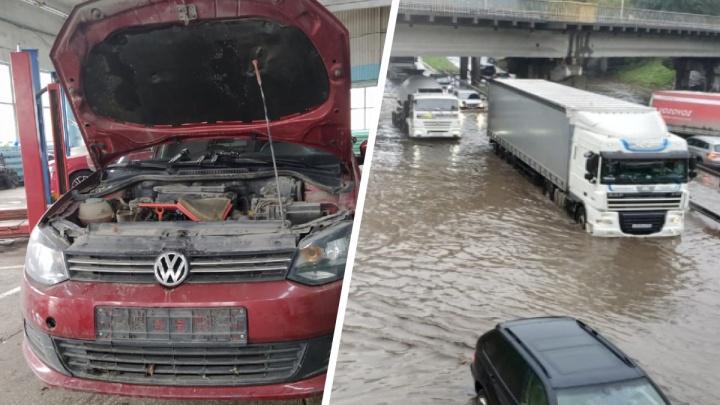 Двигатель сломан, а компенсации нет: екатеринбурженке отказали в выплате за утопленную на Шефской машину