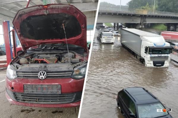 В Екатеринбурге коммунальщики отказались возмещать ущерб хозяйке автомобиля, утопленного в луже