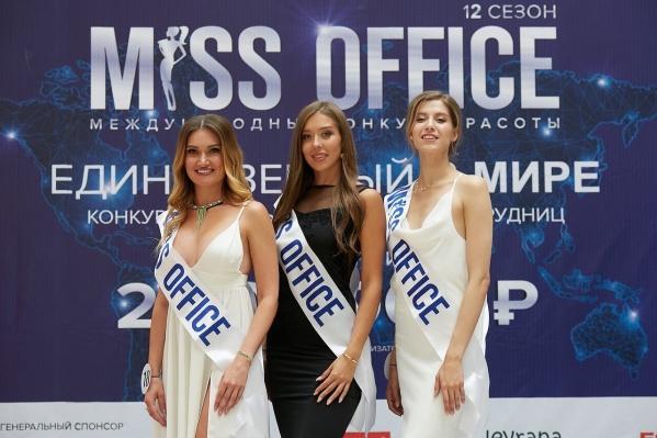 Полуфиналистки Ирина Мягель (слева), Екатерина Сергеева (в центре) и Яна Скорб (справа)