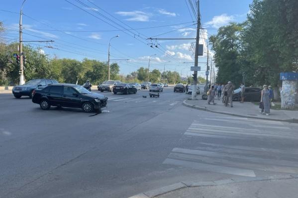 ДТП произошло на пересечении улиц Шурухина и Ленина