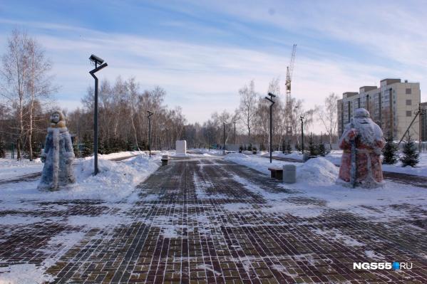 Дед Мороз и Снегурочка охраняют праздник на Московке-2