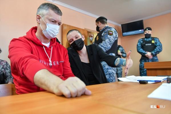 Политик Евгений Ройзман и адвокат Юлия Федотова на заседании Октябрьского суда