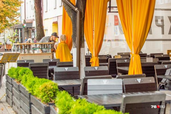 Каждый год в Ярославле не все остаются довольны тем, как летние кафе заставляют улицу Кирова