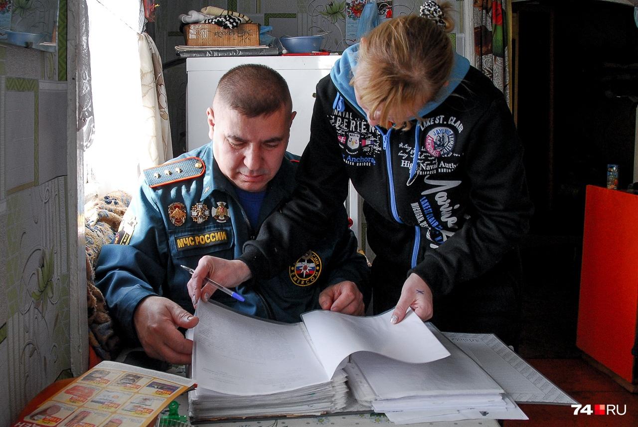 Виталий и Светлана ищут по моей просьбе один из документов, но в документы уже не очень верят — одни отписки, говорят