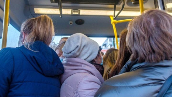 Пешком от коронавируса: жители Уфы — об антиковидных мерах в переполненных автобусах