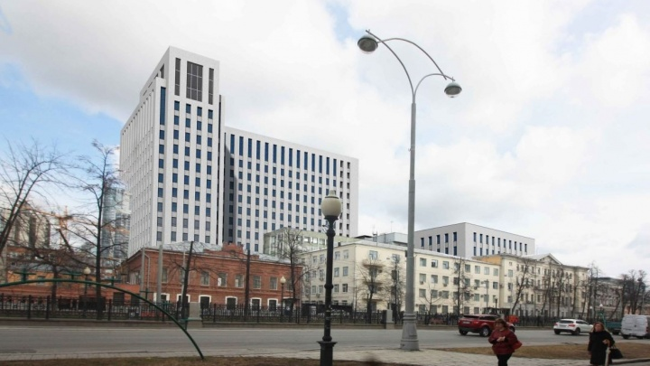 ФСБ заказала 3D-проект своего нового здания в центре Екатеринбурга, на которое будет указывать Ленин