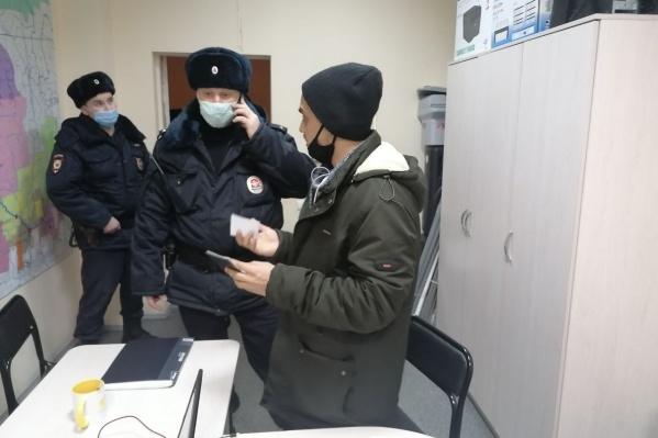 Полицейские пришли в офис «Яблока»