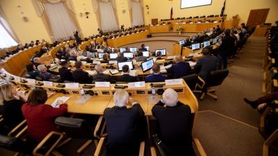 В Тюмени распускают всех областных депутатов