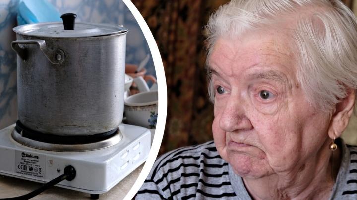 «Даже в войну у нас была хорошая печь»: в Челябинске ветерану девять месяцев не могут включить в квартире газ