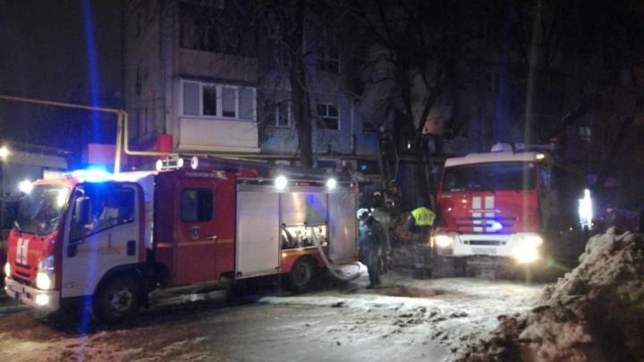 Трое получили ожоги: в МЧС рассказали о последствиях ночного пожара в пятиэтажке на Партизанской