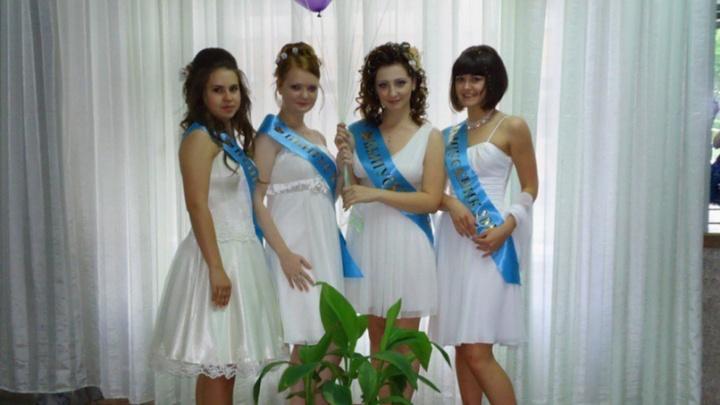 Мам, я на диско! Подборка старых фото с выпускных — посмотрите, в каких платьях гуляли 20 лет назад