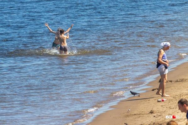 Жителей предупреждают, что купание на диких пляжах опасно