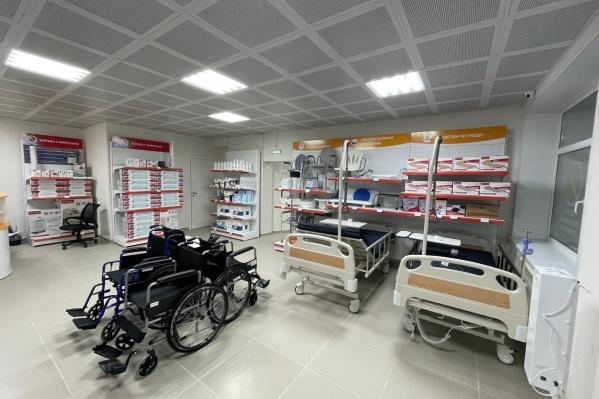 В магазине большой выбор средств для реабилитации: тренажеры, кресла-каталки, медицинские кровати, ходунки, товары для детей с ДЦП, ортопедические подушки.