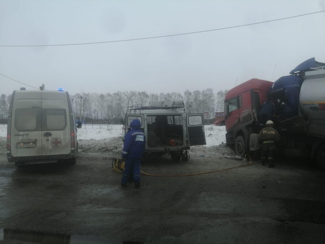 По данным МЧС,на месте задействовано 17 человек и 6 единиц техники