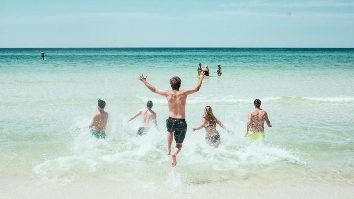 Напекло маковку и скрутило живот: пять ситуаций, с которыми в путешествии сталкивается каждый отпускник