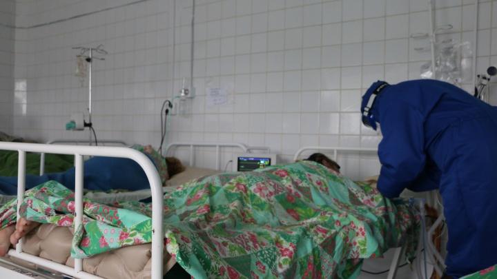 У большинства заболевших тюменцев — штамм «дельта». Врач — о симптомах и зачем пациентов кладут на живот