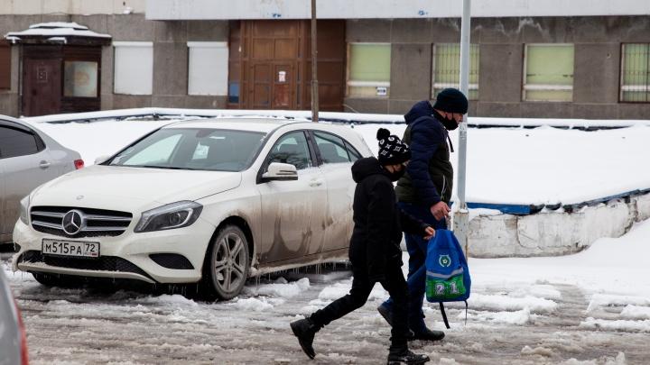 Снова холодно. Тюменские младшеклассники остаются дома из-за морозов
